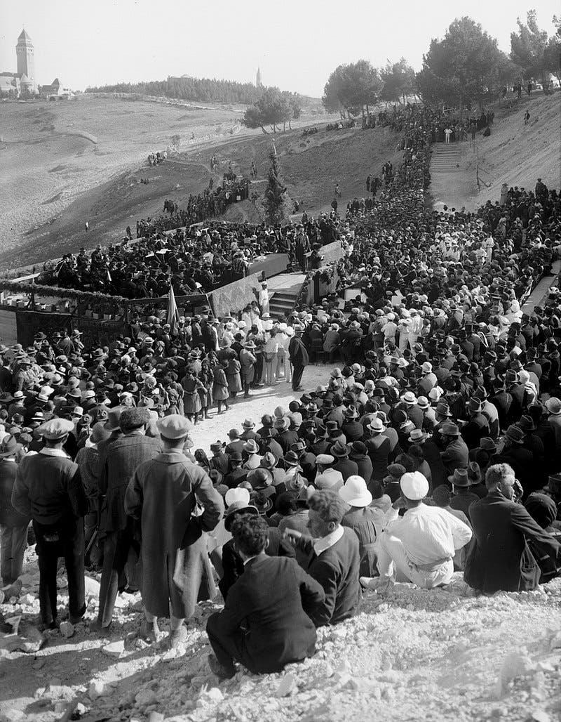 صورة لافتتاح الجامعة العبرية بالقدس عام 1925