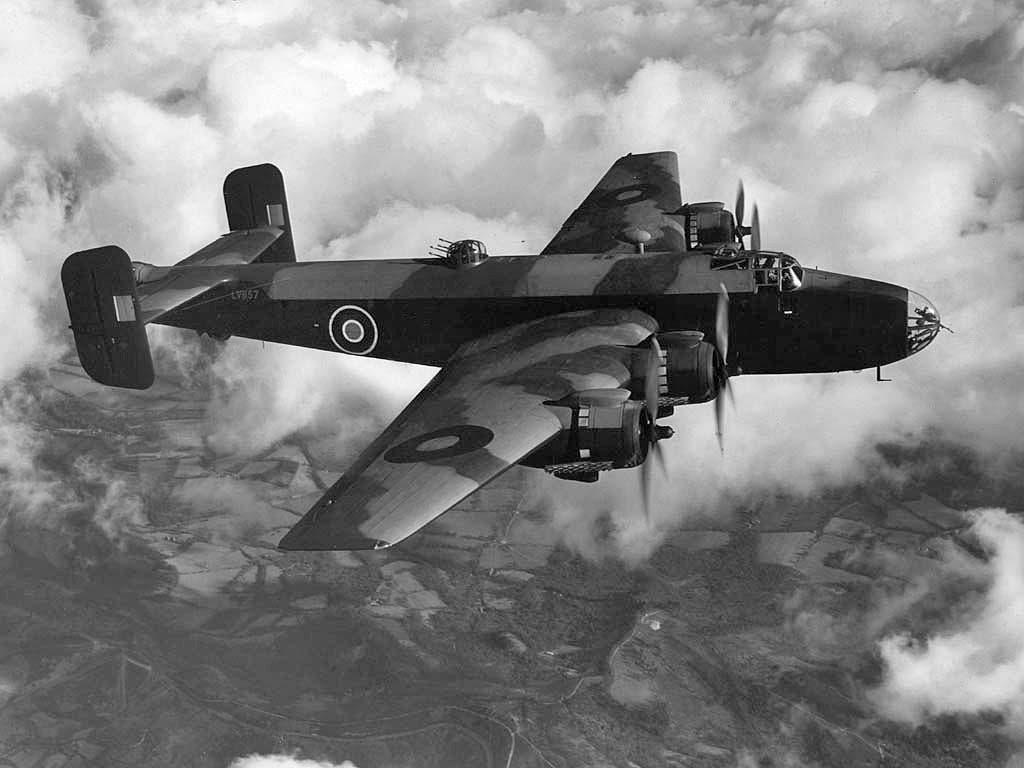 إحدى قاذفات القنابل البريطانية خلال الحرب العالمية الثانية
