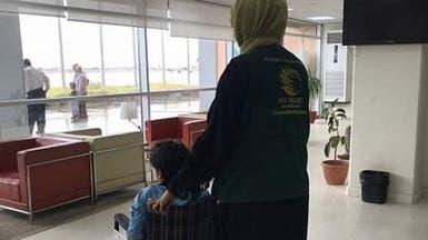 طفل تعز ينتقل إلى السعودية.. بعد بتر قدميه بقذيفة حوثية