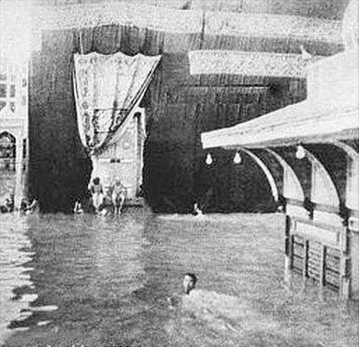 swim around the kaaba. (Supplied)
