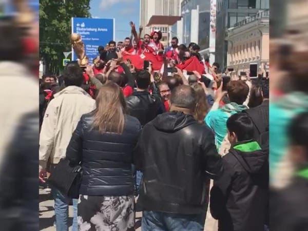 بالفيديو.. مشجعو منتخب مصر يشعلون شوارع موسكو