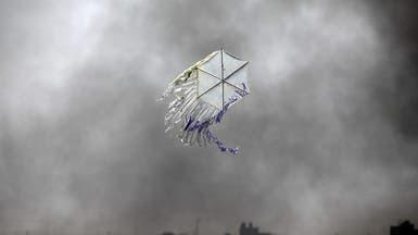 """بلالين غزة تستفز إسرائيل.. استهداف """"قائد طائرات ورقية"""""""