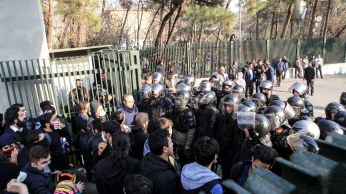 طلاب جامعة طهران يحتجون ضد نظام خامنئي
