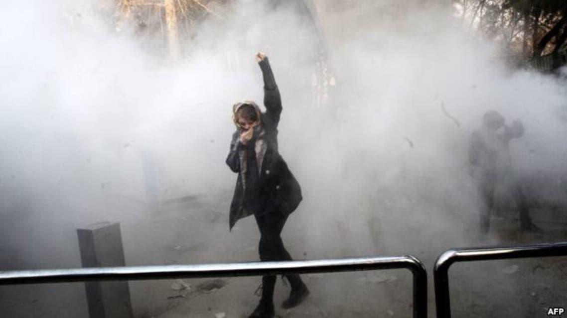 متظاهرة في طهران اشتهرت صورتها خلل احتجاجات يناير الماضي