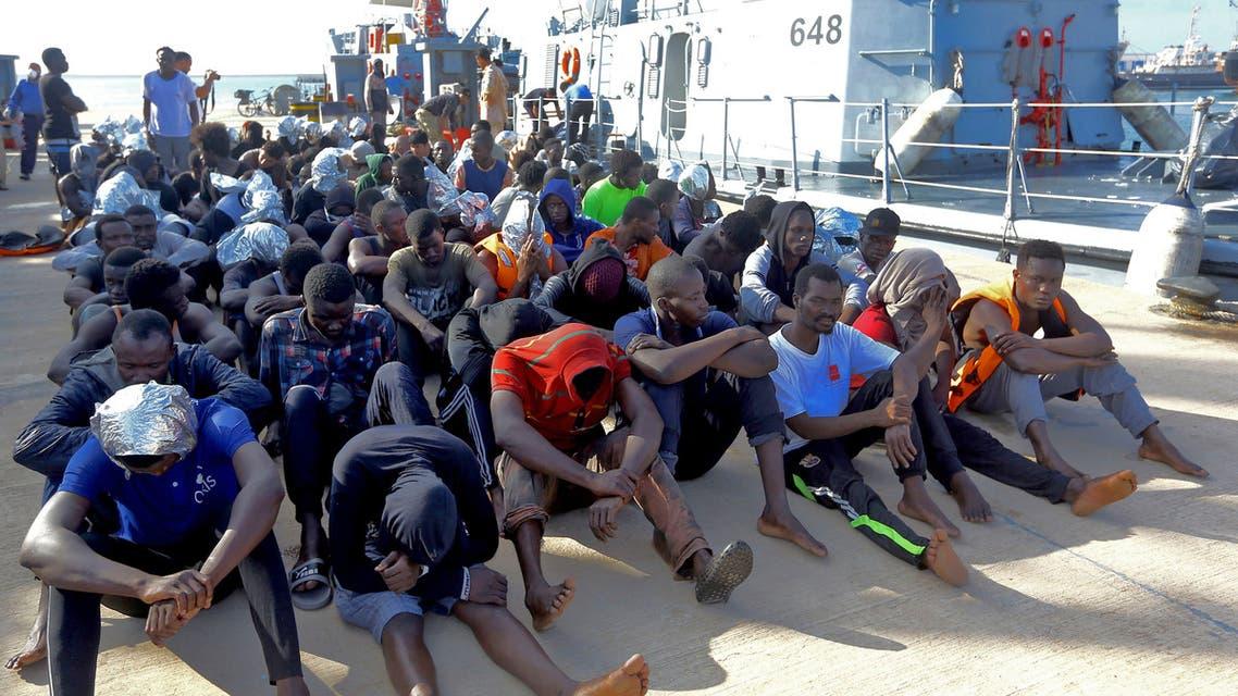 نازحون لاجئون