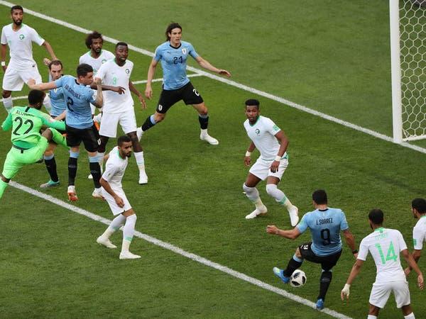 سواريز يستغل خطأ العويس ويقصي السعودية من كأس العالم