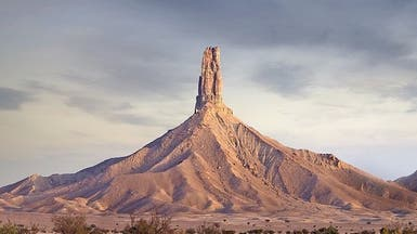"""صور.. قصة تاريخية عجيبة لجبل """"الإصبع"""" في السعودية"""