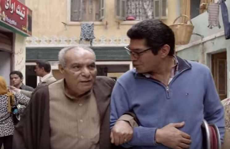 الفنان المرسي أبو العباس على يسار الصورة وعلى يمينه الفنان باسم سمرة