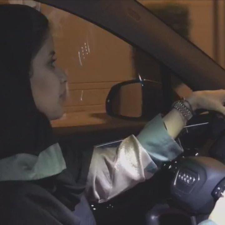 بعد قيادتها السيارة.. سيدة سعودية: السائق لم يكن ترفاً