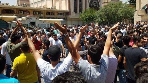 """سوق طهران """"يغلي"""".. """"اخرجوا من سوريا والتفتوا إلينا"""""""