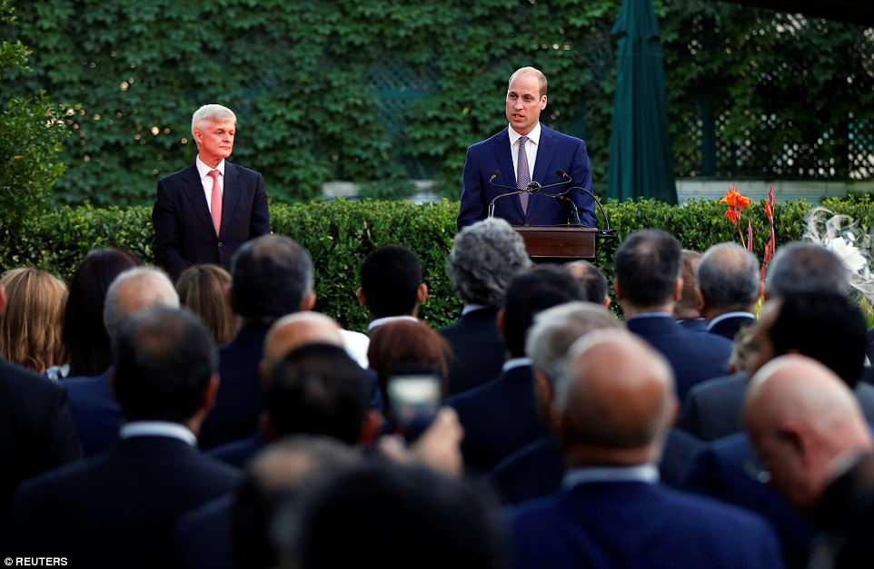 الأمير وليام في حفل أقيم بمقر السفير البريطاني في عمان الأحد