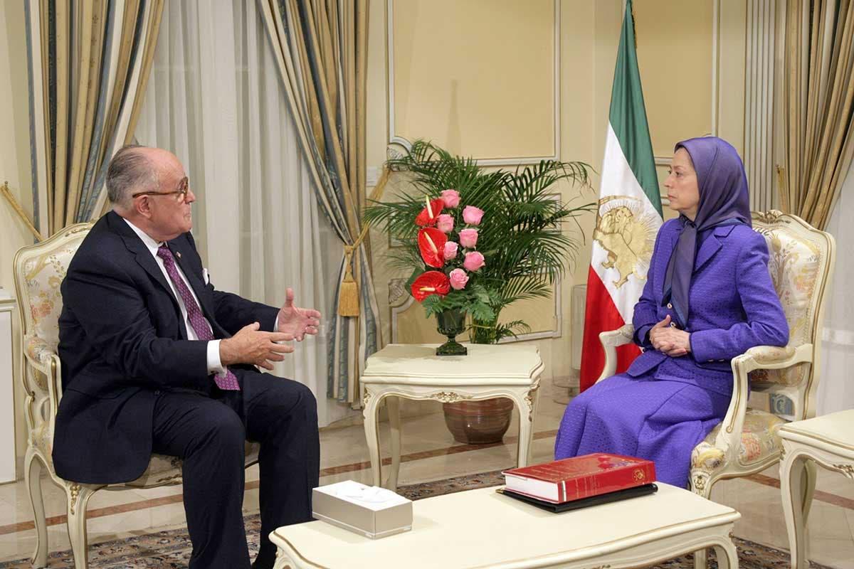 لقاء سابق بين رودي جولياني ومريم رجوي رئيسة المجلس الوطني للمقاومة الايرانية