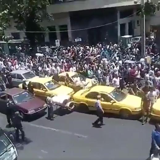احتجاجات طهران والمحافظات تتسع.. ودعوات لتنحي خامنئي