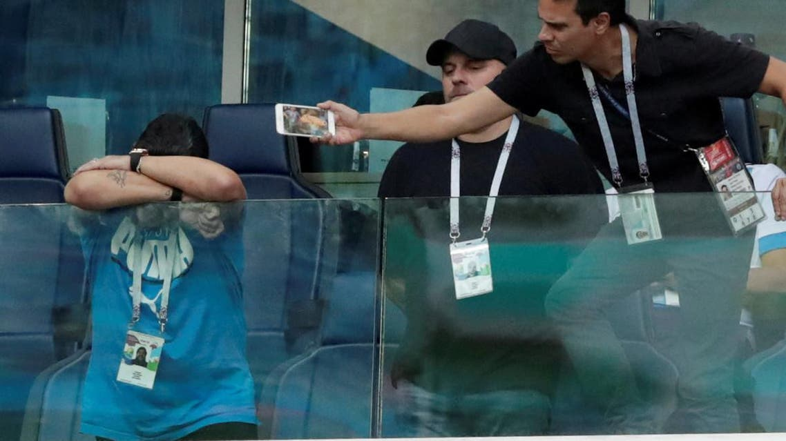 ویدیو.. بیهوش شدن مارادونا در جریان بازی آرژانتین