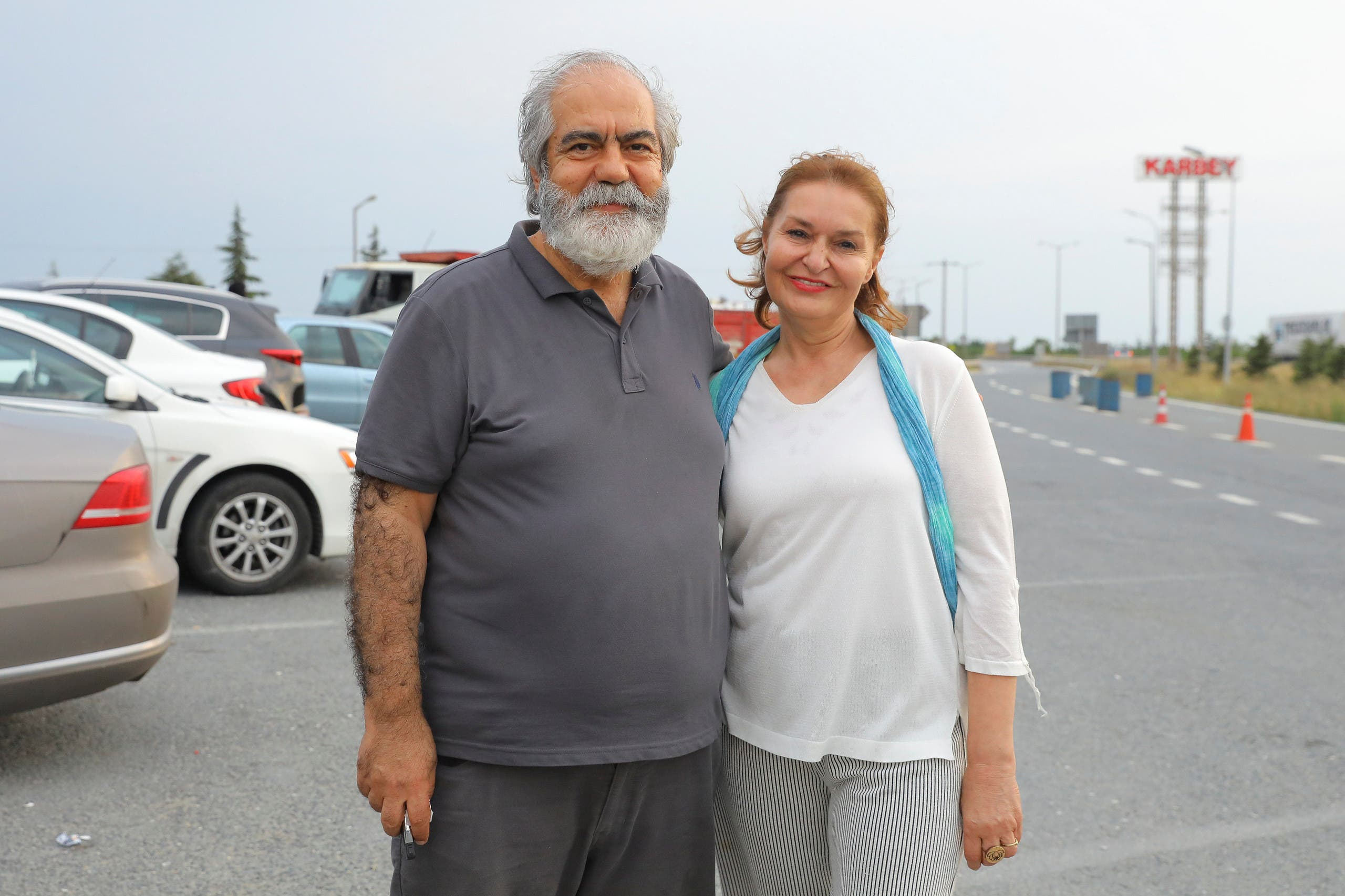Journalist Mehmet Altan waves to media after being released from the prison in Silivri, near Istanbul, Turkey, June 27, 2018. REUTERS