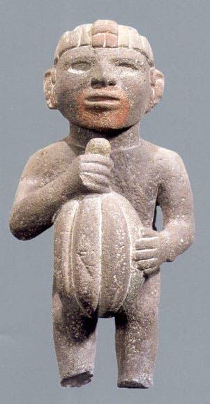تمثال صغير يعود لشعب الأزتك يجسد شخصا وهو يحمل ثمرة كاكاو