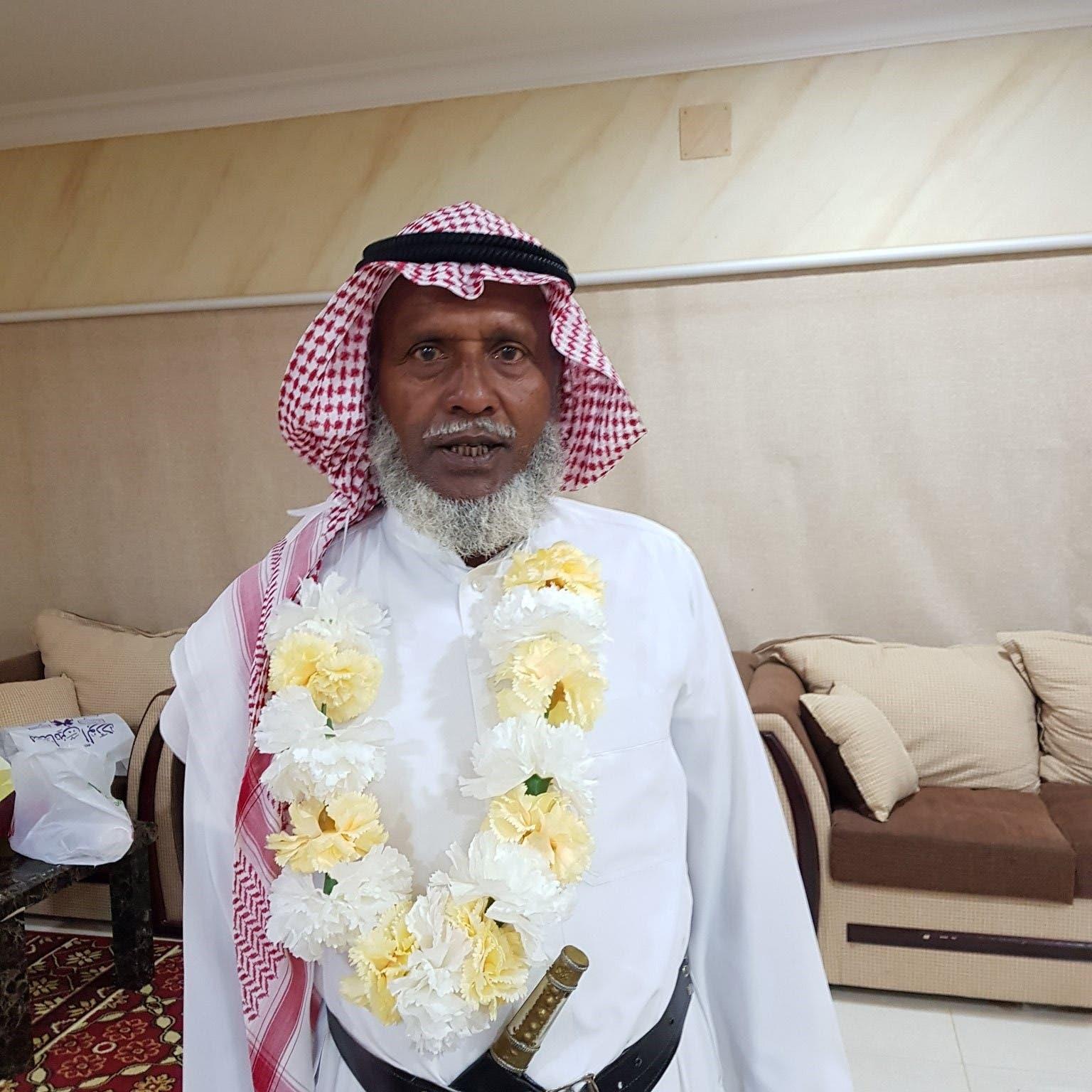 بنغلاديشي يرتدي الزي السعودي يوم تكريمه..والسبب!