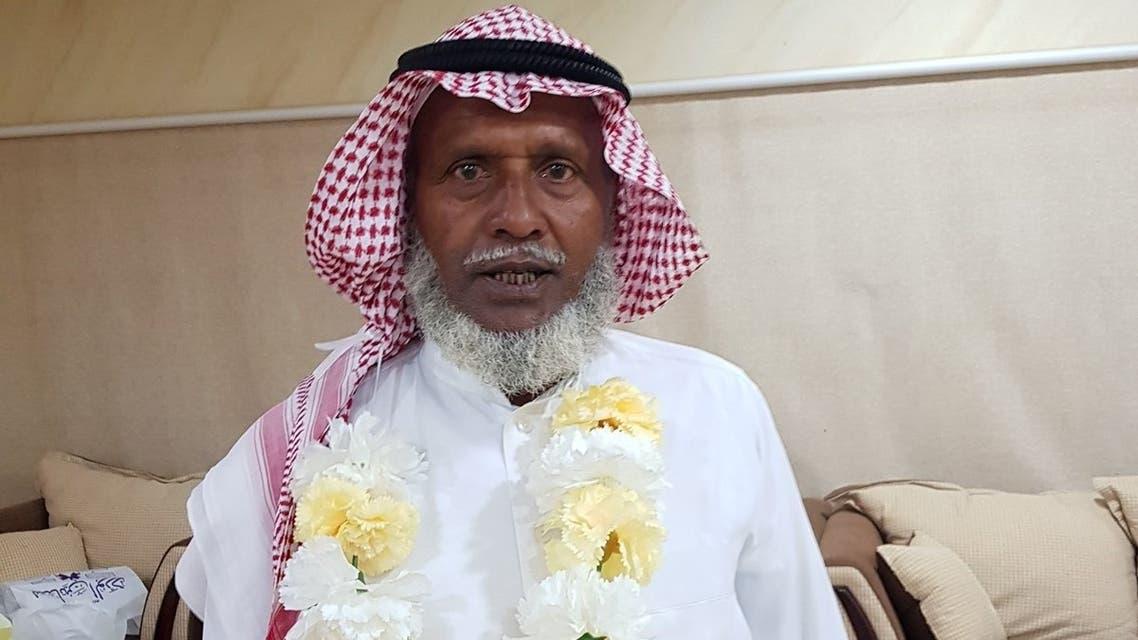 بنغلاديشي يرتدي الزي السعودي يوم تكريمه..والسبب