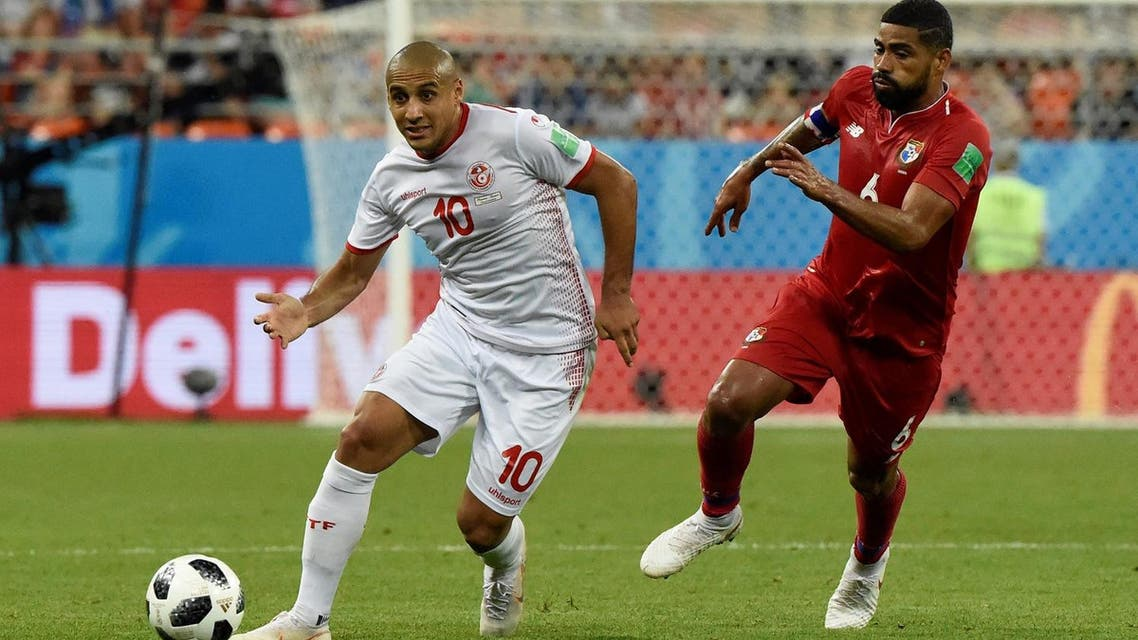 Tunisia's forward Wahbi Khazri (L) vies with Panama's midfielder Gabriel Gomez during the World Cup Group G football match on June 28, 2018. (AFP)