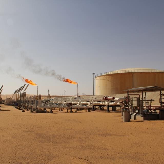 النفط يخسر أكثر من 1% مع عودة النفط الليبي