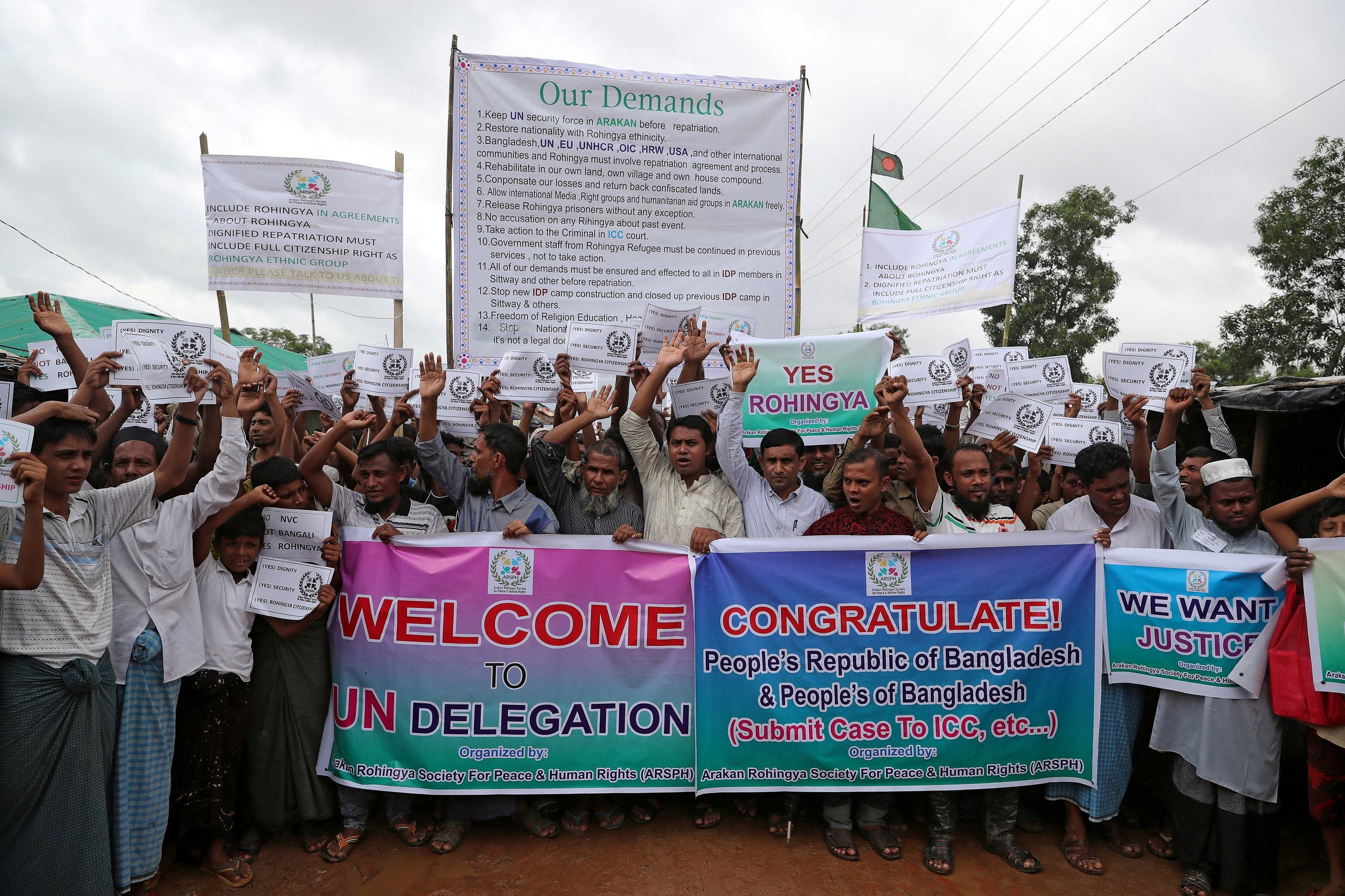 Rohingya refugees hold banners and placards prior to the arrival of UN secretary general Antonio Guterres and World Bank president Jim Yong Kim at the Kutupalong refugee camp in Cox's Bazar, Bangladesh, July 2, 2018. REUTERS
