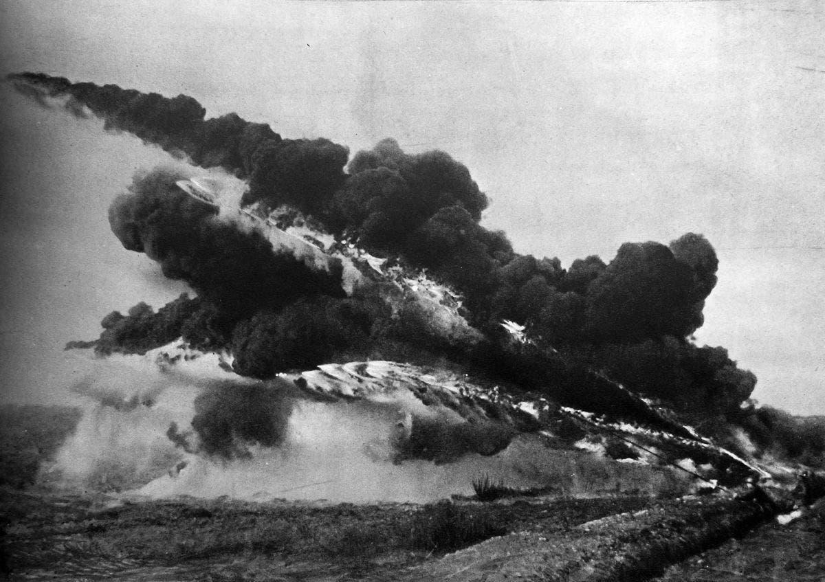هجوم فرنسي باستخدام قاذف اللهب ضد المواقع الألمانية سنة 1916