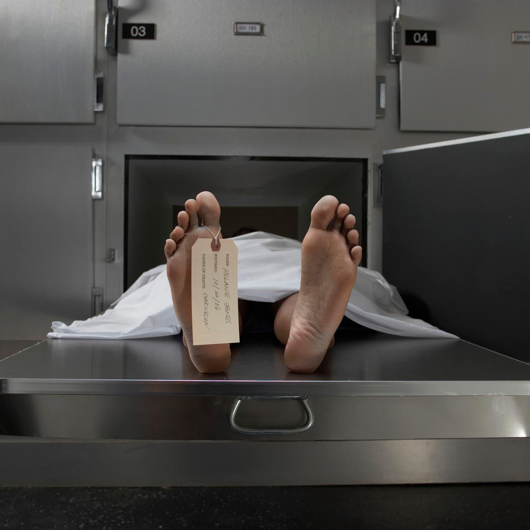 فيديو رهيب لمغسلة جثث في إيران.. جثامين تنتظر أياماً