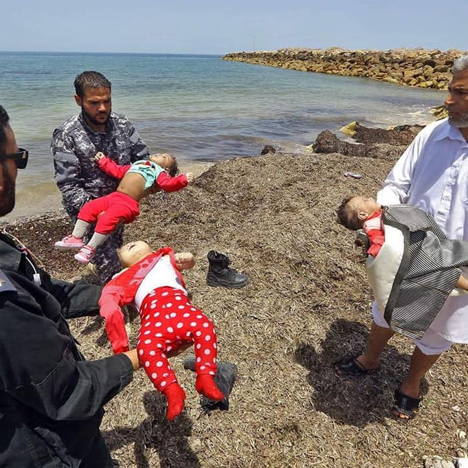 مأساة الطفل إيلان تتكرر.. صور لغرق مهاجرين رضع