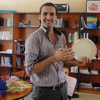 يد الأسد تضرب في أنصاره.. سجن صحافي لأسباب سياحية!