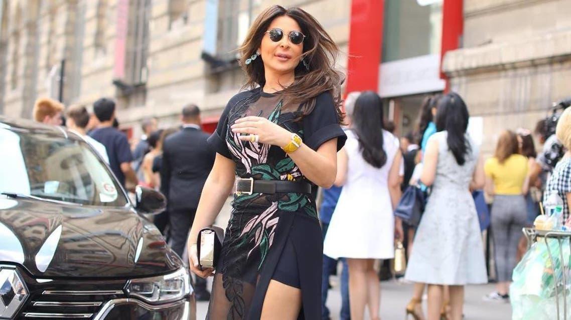 إليسا في شوارع باريس