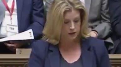 """شاهد وزيرة بريطانية تستخدم """"لغة الإشارة"""" بمجلس العموم"""