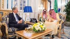 الملك سلمان ووزير خزانة بريطانيا يبحثان تطوير العلاقات