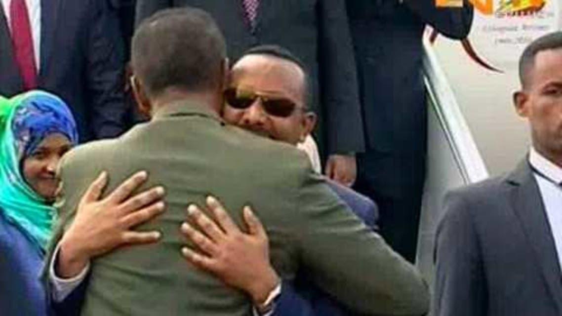 رئيس الوزراء الاثيوبي لليمين وترحيب حار من رئيس اريتريا