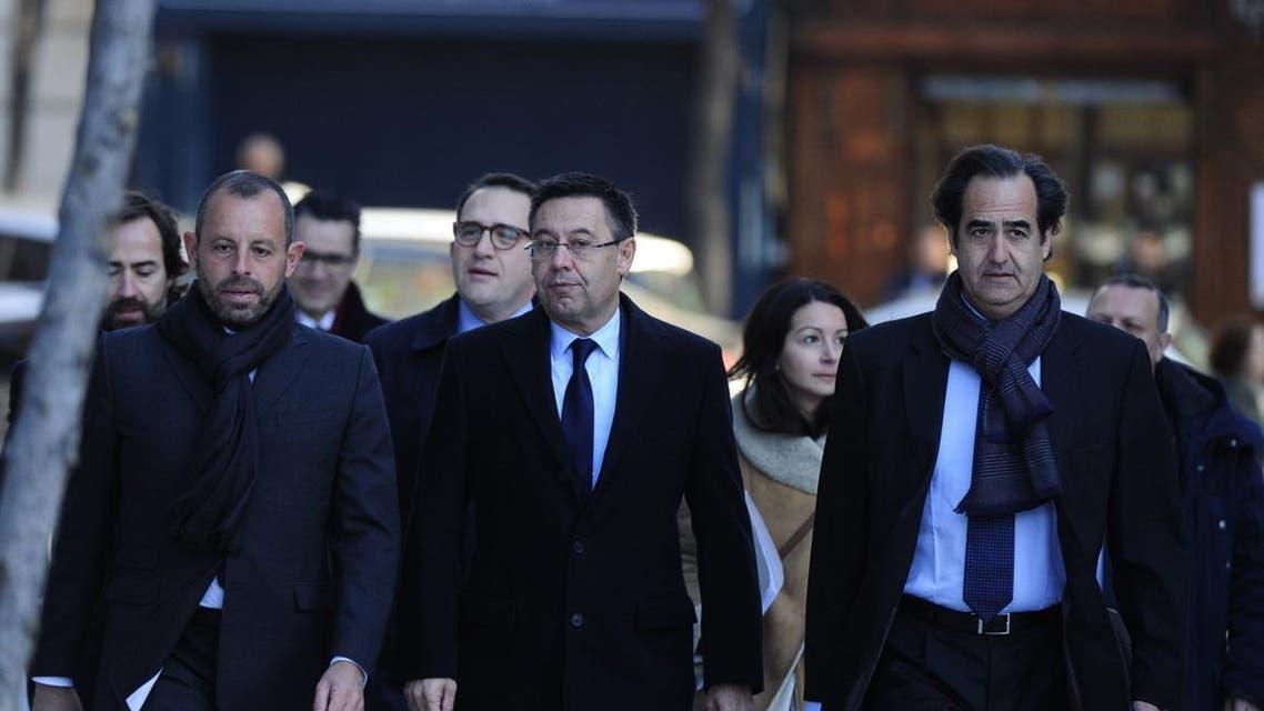 روسيل إلى جانب بارتوميو رئيس برشلونة الحالي