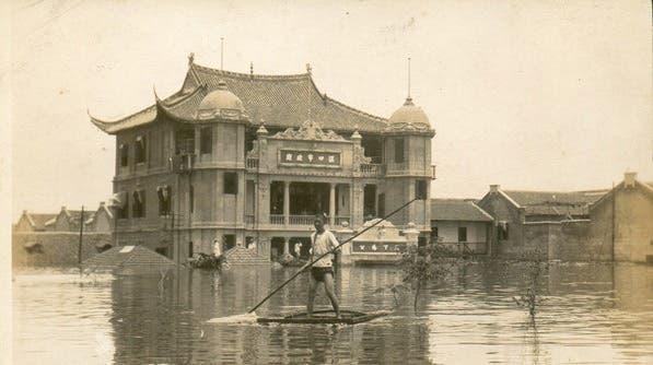 جانب من الفيضان بمدينة هانكو الصينية