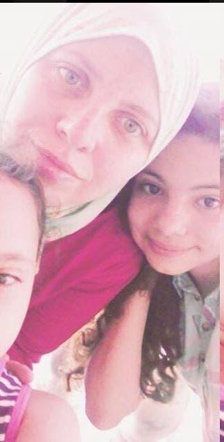 الأم وابنتيها