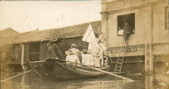 صورة لبعض عمليات الإنقاذ خلال فيضان سنة 1931 بالصين