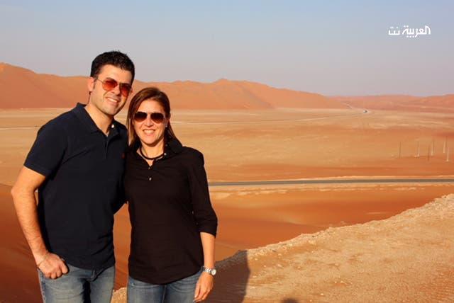 كيارا وزوجها في صحراء الربع الخالي