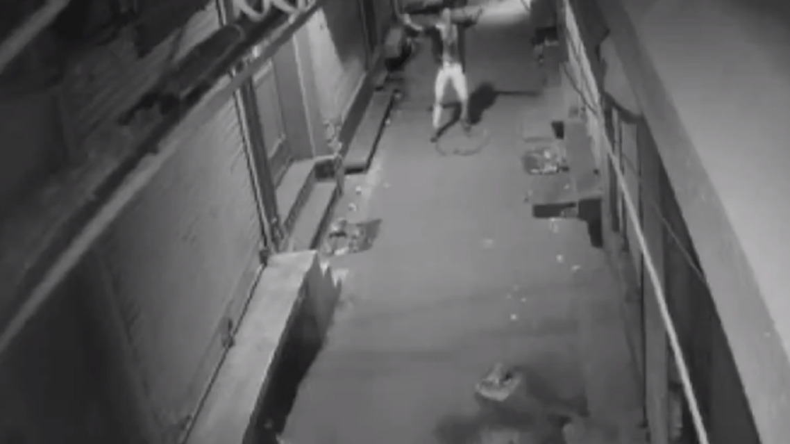 The thief, with his shirt left unbuttoned, is seen breaking into some familiar bhangra dance moves. (Screengrab)