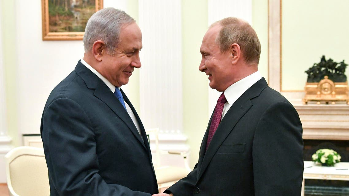 Russian President Vladimir Putin, right, shakes hands with Israeli Prime Minister Benjamin Netanyahu during their meeting at the Kremlin in Moscow, Wednesday, July 11, 2018. (AP)