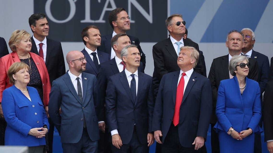 صورة من قمة الناتو.. كل قادة أورويا ينظرون في إتجاه ووحده ترمب ينظر في إتجاه آخر