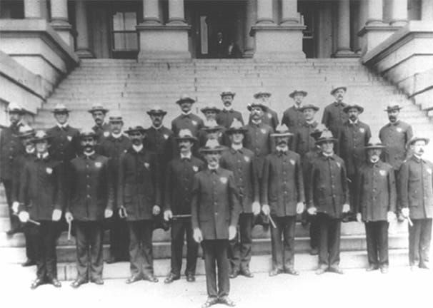 صورة لعدد من رجال الأمن الأمريكيين مطلع القرن العشرين