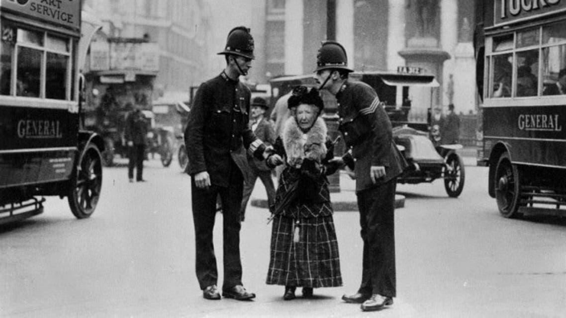 صورة لعدد من أفراد الشرطة اللندنية مطلع القرن العشرين