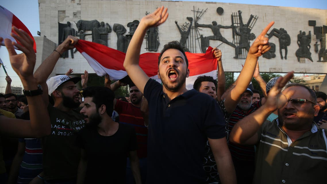 عراقيون يتظاهرون ضد البطالة في ميدان التحرير ببغداد السبت