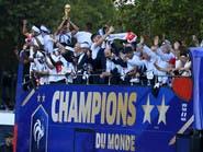 """بالصور.. """"الديوك"""" يحتفلون بكأس العالم في شوارع باريس"""