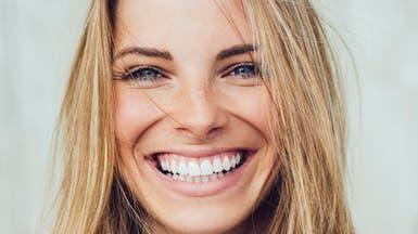 الابتسامة أيضاً تشيخ.. تعرفي كيف تحافظين على شبابها