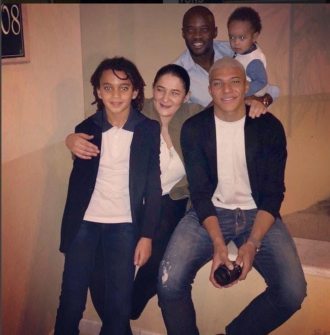 عائلة امبابي في صورة التقطت في 24 ديسمبر 2017