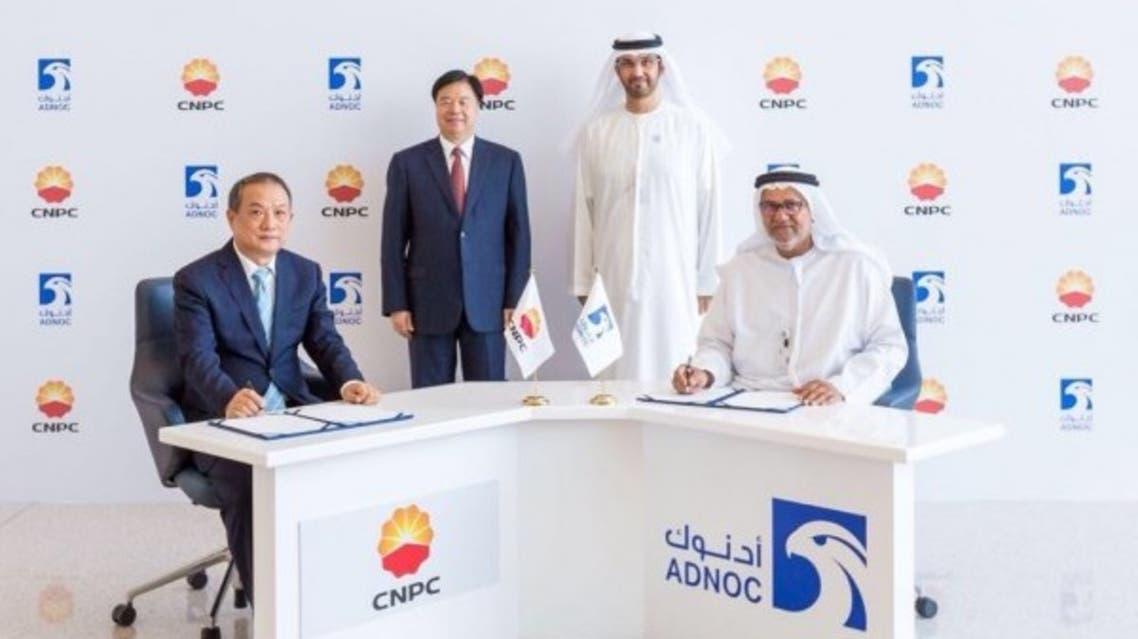 """""""أدنوك"""" ترسي عقدين لأكبر مسح لاستكشاف النفط في العالم"""