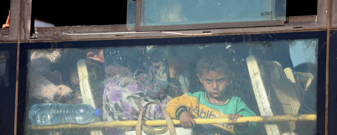 إجلاء القنيطرة.. وصول 2800 مقاتل ومدني إلى حماة