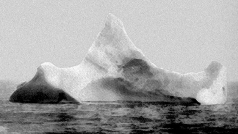 الجبل الجليدي الذي ارتطمت به التيتانيك